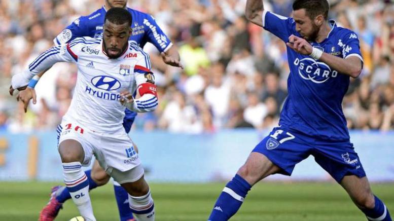 Lyon domine Bastia et reprend le fauteuil de leader !