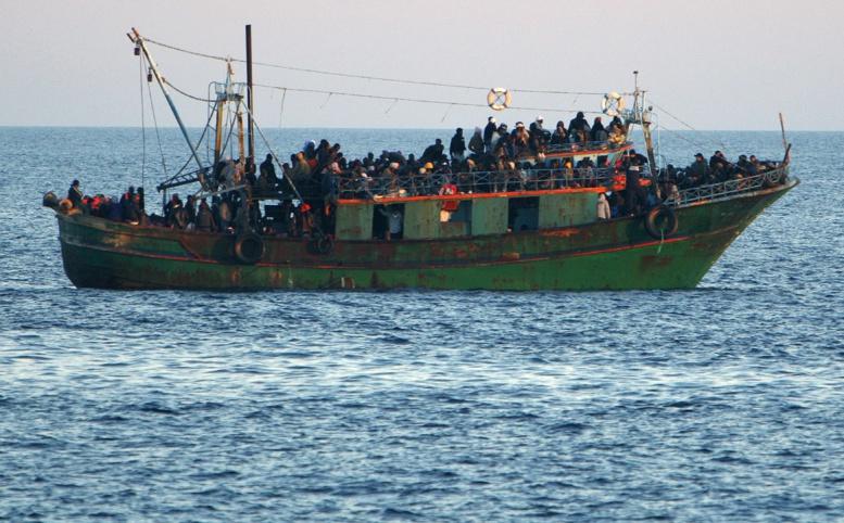 Urgent - Méditerranée: un bateau transportant plus de 300 migrants est en train de sombrer