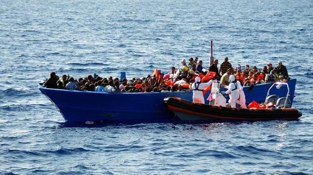 Naufrage  en mer méditerranéenne, Horizon sans frontières en rassemblement  à la place de l'obélisque.