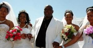 Le Sud Africain Milton Mbele épouse quatre femmes le même jour