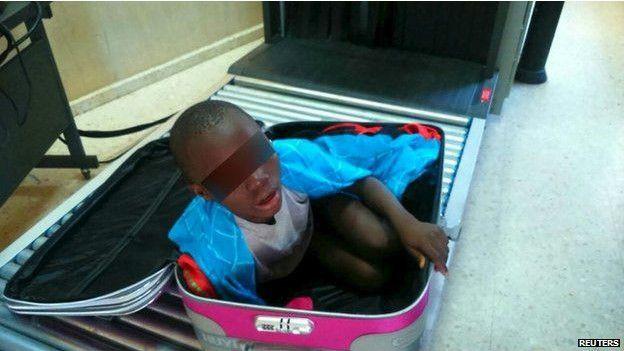Un clandestin caché dans une valise