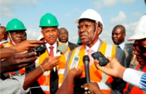 Patrick Achi, à gauche du PM Duncan
