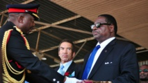 Le général Odillo (à gauche) a été chef d'état-major des armées jusqu'à son limogeage en 2014 par le président Mutharika