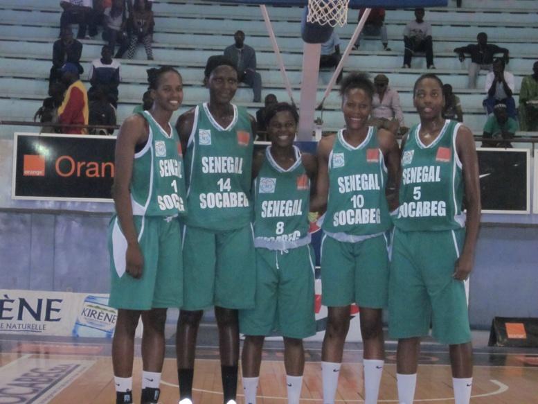 """Pour préparer l'Afrobasket 2015 : 13 """"Lionnes"""" s'envolent en Roumanie"""