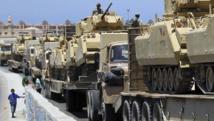Déploiement de chars égyptiens dans le Sinaï. La région est fréquemment secouée par des attentats jihadistes. REUTERS/Mohamed Abd El Ghany