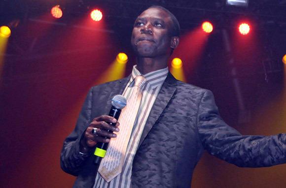 Dernière minute : l'artiste chanteur Thione Seck en garde à vue