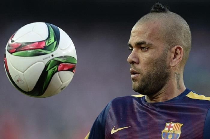 Barça : Dani Alves en pleurs « Je suis l'un d'entre vous »
