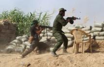 Des soldats irakiens combattent des membres du groupe Etat Islamique dans le nord de Bagdad, le 25 mai 2015