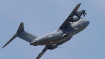 L'avion de transport militaire A400M a été mis à l'honneur, signant un des premiers vols à l'ouverture du salon du Bourget ce 15 juin 2015. REUTERS/Pascal Rossignol