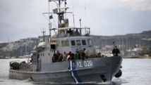 Des migrants syriens, secourus par les gardes-côtes grecs, arrivent sur l'île de Kos, le 29 mai 2015. REUTERS/Yannis Behrakis