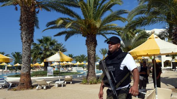 L'attentat contre un hôtel à Sousse vendredi 26 juin a fait plusieurs dizaines de morts, dont des touristes britanniques, allemands et belges. AFP PHOTO / FETHI BELAID