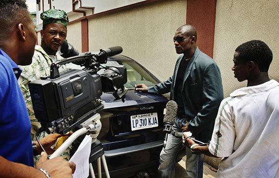 Télévision : Preneur de son et « monteur de reportages », deux métiers en danger ?