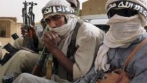Des combattants du groupe Ansar Dine, qui a revendiqué les deux attaques dans le sud et le centre du Mali, et dont le drapeau a été vu sur les lieux. Reuters/Adama Diarra/Files