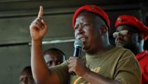 Julius Malema en compagnie des mineurs de Marikana venus protester à Pretoria, le 12 septembre 2013. AFP PHOTO / ALEXANDER JOE