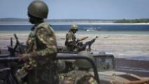 Des soldats kenyans patrouillent le long de la frontière avec la Somalie près de la ville de Bur Garbo le 14 décembre 2011