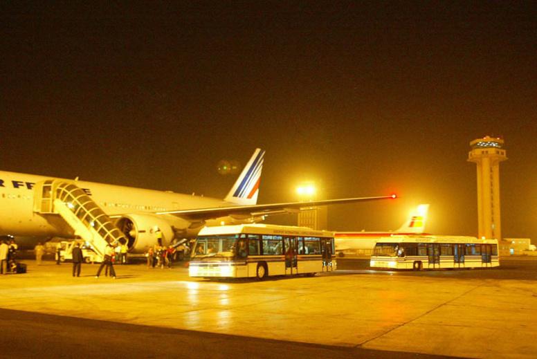 activités sur la piste de l'aéroport de Dakar