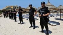 Des policiers sur la plage de Sousse, en Tunisie. Le pays a pris des mesures pour contrer les activités terroristes.