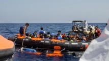 Les rescapés du naufrage d'un bateau de migrants secourus par les autorités italiennes, au large de la Libye, le 5 août 2015. REUTERS/Marta Soszynska/MSF/ Handout via Reuters