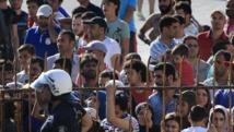 Sur l'île grecque de Kos, face à la Turquie, des milliers de migrants et de réfugiés affluent depuis plusieurs semaines : 7 000 environ, pour une population de 33 000 habitants. Sur cette île, qui vit surtout du tourisme, rien n'a été prévu pour fair