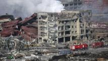 Immeubles éventrés, toits effondrés : le quartier du port de Tianjin a souffert des deux explosions de la nuit. REUTERS/Damir Sagolj