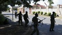 Des soldats patrouillent dans des rues de la capitale burundaise, en mai 2015. REUTERS/Goran Tomasevic