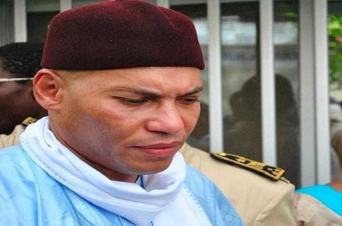 Karim Wade envoie un colis au Khalife général des Mourides.