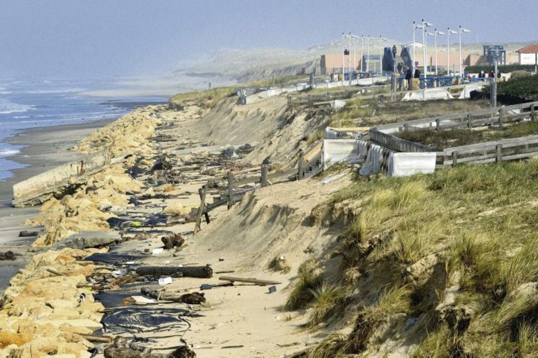 Furie de la mer: des tombes déterrées à Rufisque