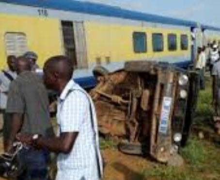 Rencontre avec un train : un chauffeur de clando et ses passagers dans le coma