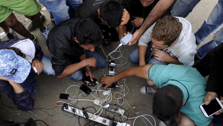 Durant leurs périples, les réfugiés s'appuient sur les réseaux sociaux