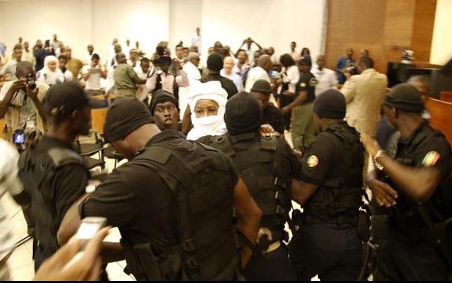 Procès: le président Kam sauve 14 souteneurs d'Habré