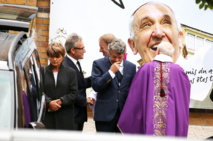JEAN-LOUIS BORLOO TRÈS ÉMU AUX OBSÈQUES DE SA MÈRE