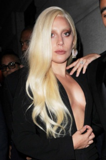 Fashion Week New York : sensuelle, Lady Gaga affiche de nouveau sa bague de fiançailles !