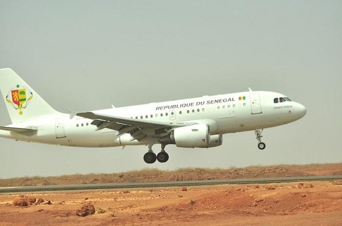 dernière minute : Macky Sall vient d'embarquer pour Ouagadougou.
