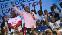 """L'opposant Vital Kamerhe et ses partisans dénoncent ce qu'ils appellent le """"glissement"""" à savoir le report des élections."""