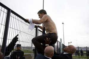 Air France : le DRH violemment pris à partie par les manifestants