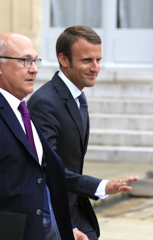 """MICHEL SAPIN RÉPRIMANDE EMMANUEL MACRON : """"UN MINISTRE N'EST PAS LIBRE DE SA PAROLE"""""""