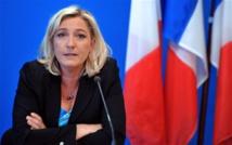 """MARINE LE PEN APRÈS SON CLASH AVEC FRANÇOIS HOLLANDE : """"C'EST MOI QUI  DÉFENDS LA DÉMOCRATIE, PAS LUI"""