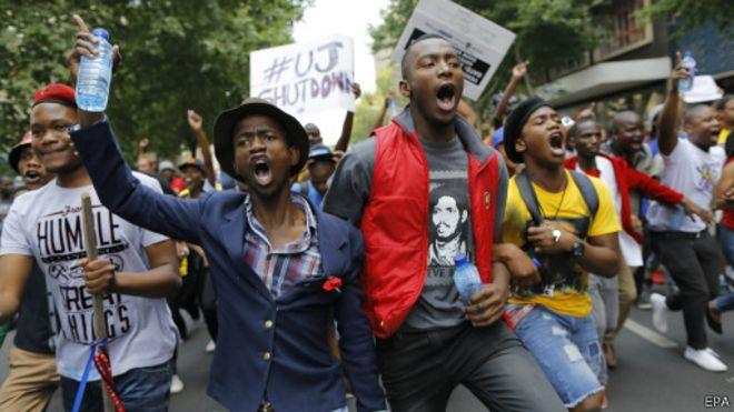 Des étudiants sud-africains font blocus