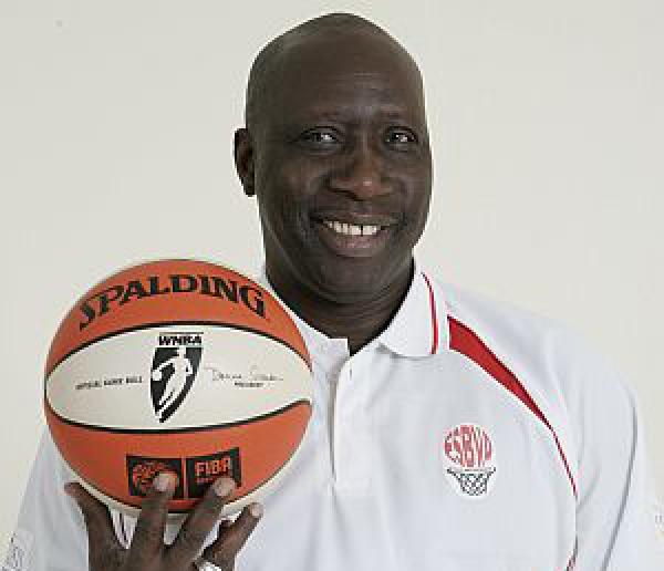 """""""Le sport est le parent pauvre du PSE"""", (ancien coach des Lions de basket)"""
