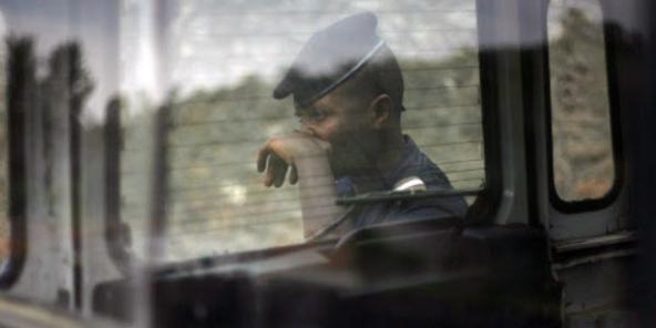 Harcèlement policier en RDC: un chauffeur de taxi s'immole au volant avec un policier à bord