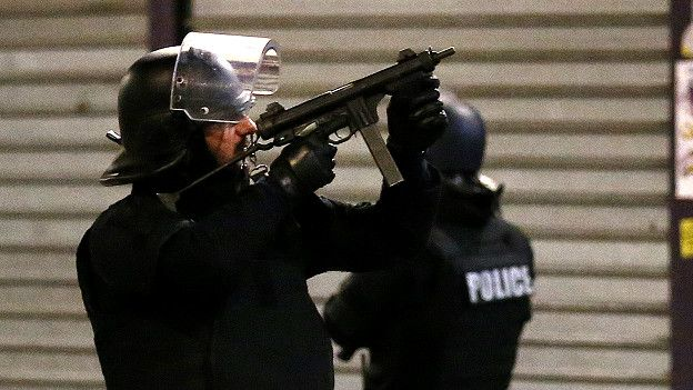 France : la police arrête trois hommes