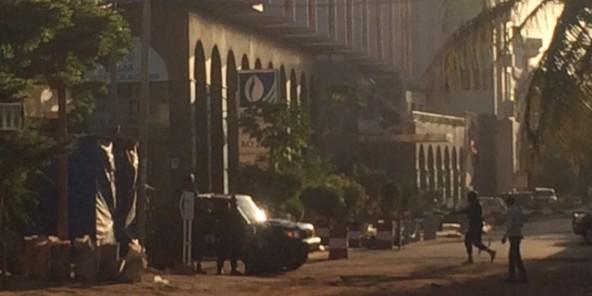 Mali : au moins trois suspects « activement recherchés » après l'attaque du Radisson