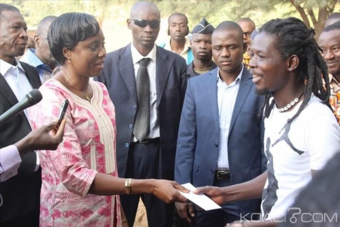 Burkina Faso: Le gouvernement indemnise les blessés et les veuves de l'insurrection populaire et du putsch manqué