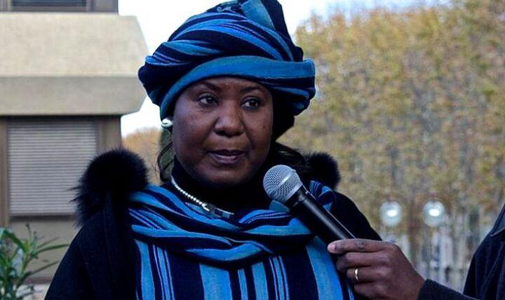 """Burkina: L'épouse de Sankara souhaite que la Côte d'Ivoire """"réponde positivement"""" au mandat d'arrêt contre Compaoré"""