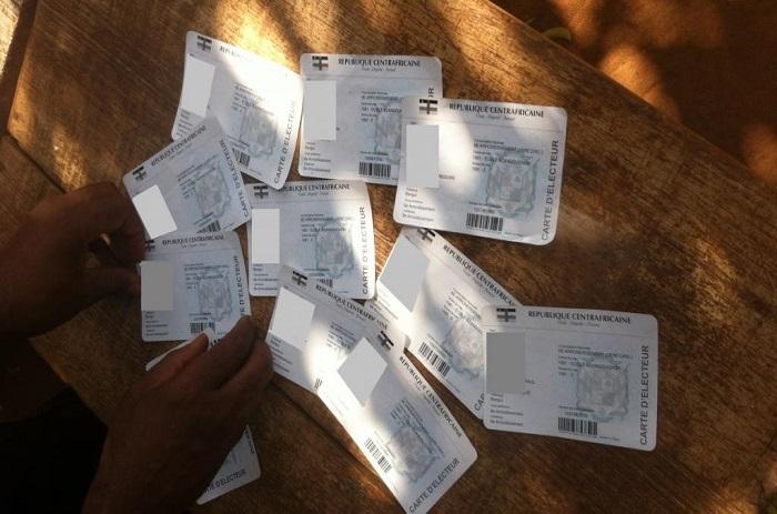 RCA: des candidats dénoncent un trafic de cartes d'électeurs