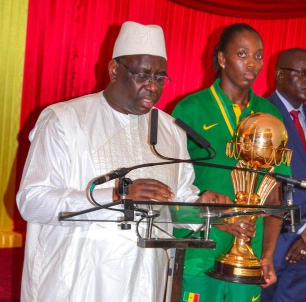 Récompense après le sacre continental: le président Sall offre 20 maisons aux «Lionnes»