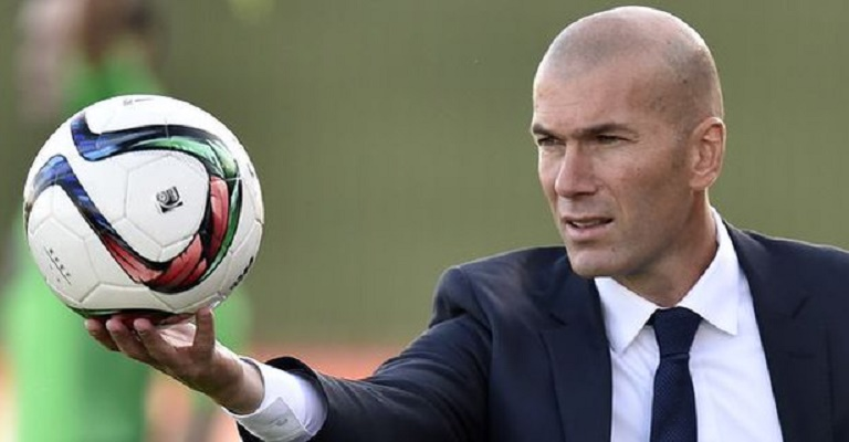 """Nouvel entraîneur du Real Madrid: les internautes """"prient"""" pour Zidane"""