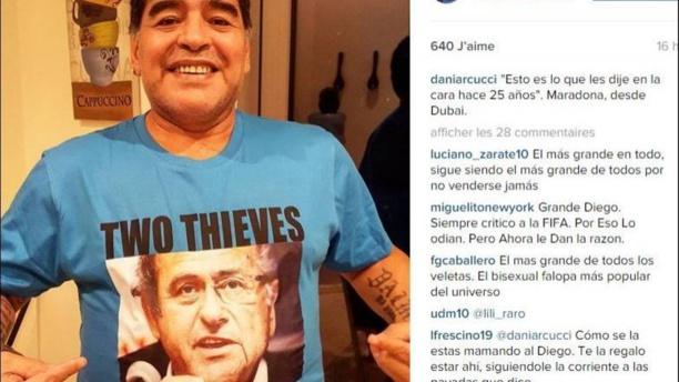 "Maradona arbore un tee-shirt traitant Platini et Blatter de ""voleurs"""