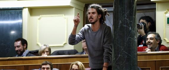 Poux et dreadlocks s'invitent au parlement espagnol après l'élection de ce député Podemos