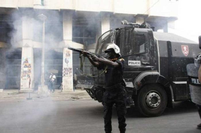 Dernière minute : Khalifa Sall et Cie font face aux lacrymogènes à la Place de l'Indépendance